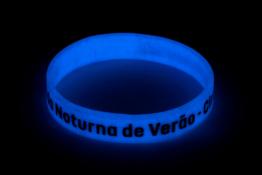 pulseira-de-silicone-neon-personalizada-em-baixo-relevo-min