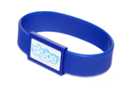 pulseira-personalizada-larga-com-placa-principal-min
